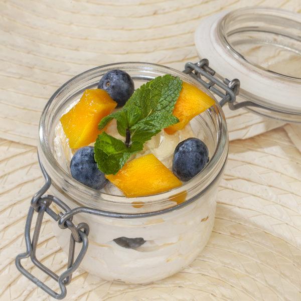 Чернично-манговый десерт